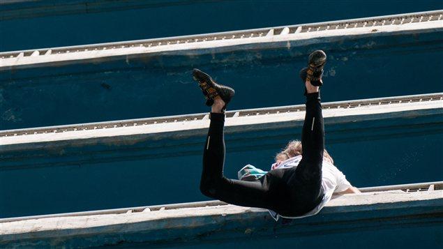 Alain Robert escalade les 22 étages de l'hôtel Habana libre.