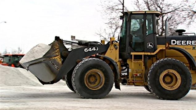 La Ville d'Ottawa fait le plein de sel de déglaçage en prévision de la prochaine bordée de neige.