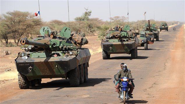 Une colonne de chars français se dirige vers Gao.