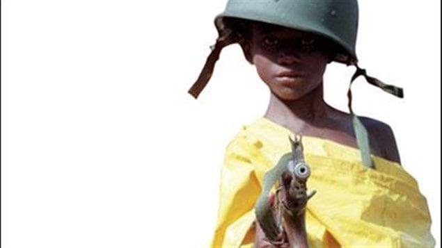Image tirée de la couverture du roman <em>Comptine pour l'enfant-soldat</em>, de Chris Abani