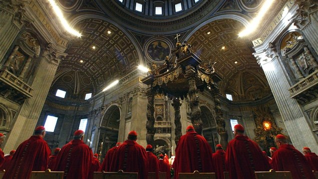 Des cardinaux réunis en conclave au Vatican.