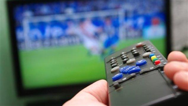 Les Canadiens pourraient s'abonner à un petit forfait de base par câble ou satellite. Il ne serait pas nécessaire d'acheter d'autres chaînes.