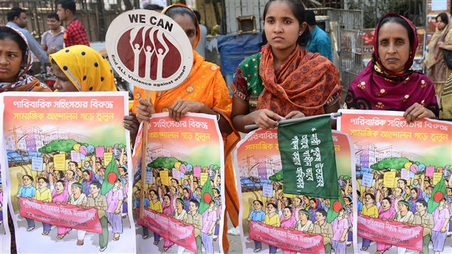 Des femmes sont descendues dans les rues au Bangladesh pour protester contre la violence faites aux femmes et aux filles.