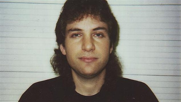 Photo d'identit judiciaire de Kevin Mitnick (1995), publie sur sa page Twitter.