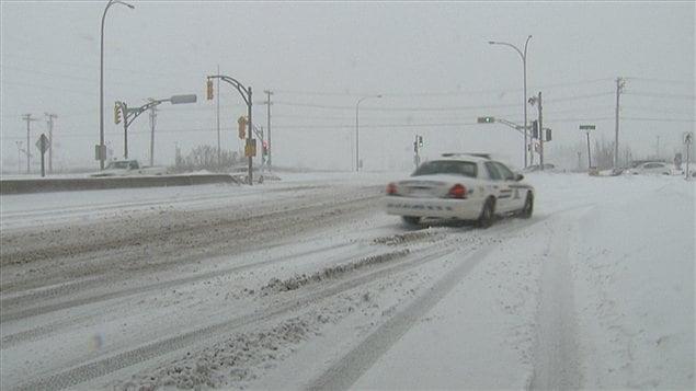 Une voiture de police dans les rues de Moncton, lundi