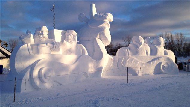 Cette oeuvre, photographiée le 15 février 2013, figure parmi les nombreuses sculptures de glaces présentes sur le site du Festival du Voyageur à Winnipeg.