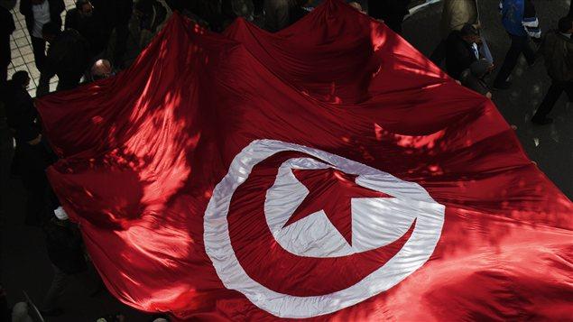 Manifestation de militants du parti islamiste Ennahda dans les rues de Tunis, samedi 16 février.