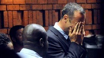 L'athlète handisport sud-africain Oscar Pistorius lors de sa comparution devant le tribunal le 15 février 2013.