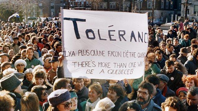 En 1989, des anglophones manifestent à Montréal contre la loi 178 sur la langue.