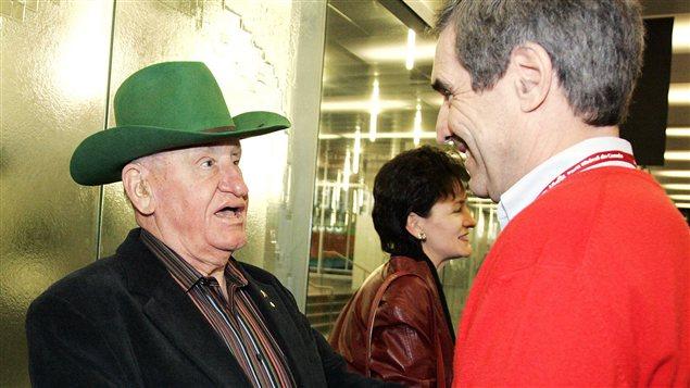 L'ex-ministre de l'Agriculture Eugene Whelan en novembre 2008 à Montréal, en compagnie de l'ancien chef du Parti libéral du Canada Michael Ignatieff.