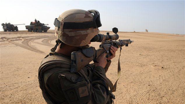 Un soldat français dans la région de Bourem, dans le Nord Mali