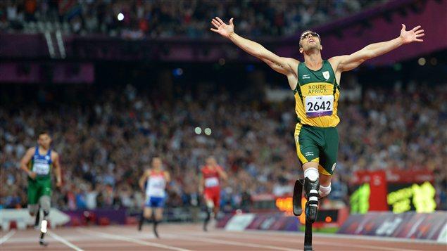 L'athlète handicapé sud-africain Oscar Pistorius à l'épreuve du 400 mètres au Jeux paralympiques de Londres en 2012.
