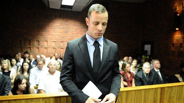 L'athlète handicapé sud-africain Oscar Pistorius au tribunal de Pretoria le 20 février 2013.