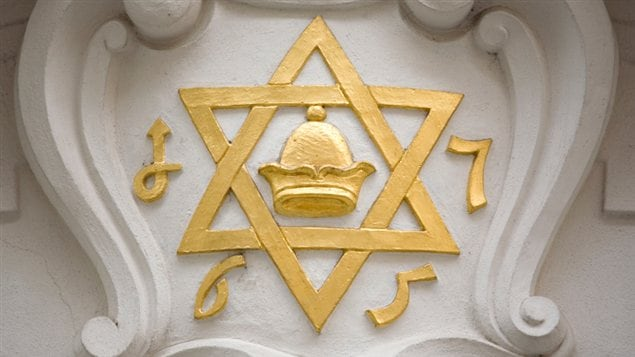 L'étoile de David sur le mur d'une synagogue
