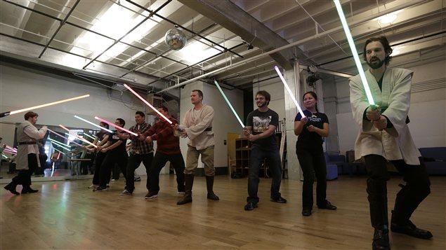 Des Jedis dans une chorégraphie de combat