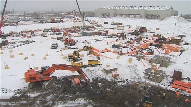 La fin des travaux de construction de l'amphithéâtre est prévue pour l'automne 2015.