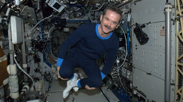 L'astronaute Chris Hadfield en pyjama