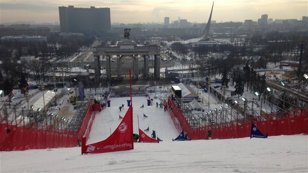 Vue de Moscou du haut de la piste de slalom en parallle