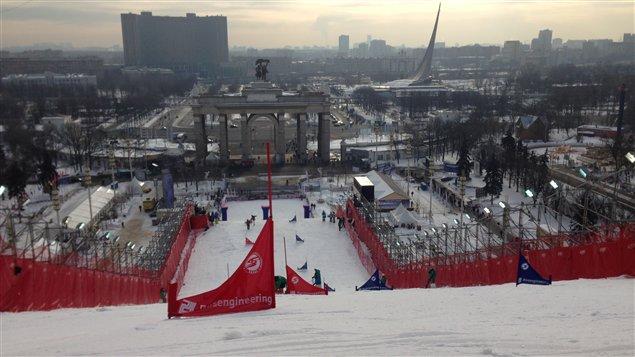 Vue de Moscou du haut de la piste de slalom en parallèle