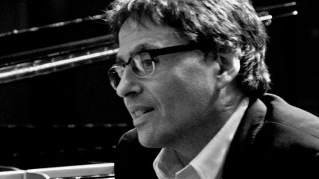 Le pianiste Ron Davis