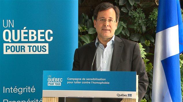 Québec lance une campagne de lutte contre l'homophobie | Grands Titres | Radio-Canada.ca