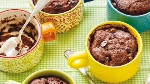 G teau moelleux au chocolat dans une tasse salade de - Gateau dans une tasse ...