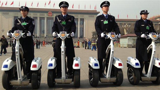 Avec la tenue de l'Assemblée nationale populaire, la place Tiananmen est fermée aux visiteurs et les mesures de sécurité sont renforcées.