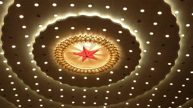 Le plafond du palais de l'Assemblée du peuple