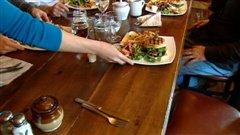 Sandwiches à la viande de phoque servis aux Îles-de-la-Madeleine.