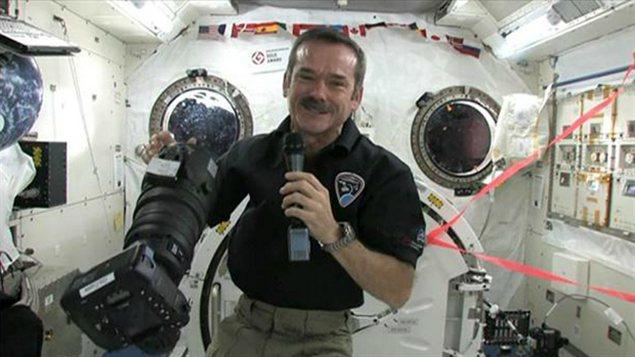 L'astronaute Chris Hadfield a parlé à des élèves d'Airdrie, en direct de l'espace.