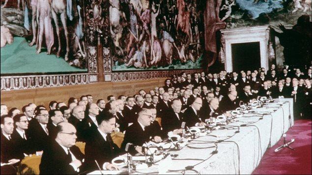 Au Capitole, les ministres des « six » signent le traité de Rome instituant la Communauté économique européenne (CEE) et la Communauté européenne de l'énergie atomique (EURATOM). | ©AFP