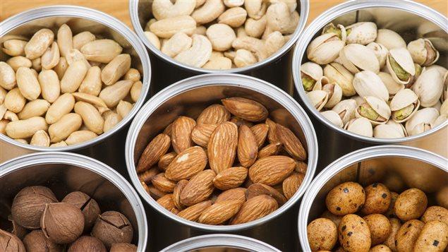 Des arachides et des noix