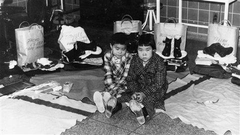 Des Inuits dans les années 50 qui souffraient de tuberculose.