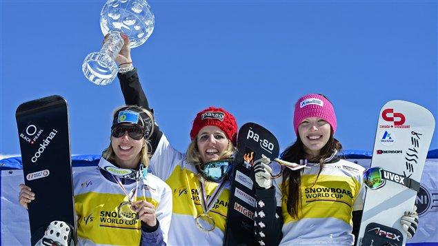 Calvé (droite) aux côtés de Patrizia Kummer, gagnante du globe de cristal, et de Marion Kreiner.