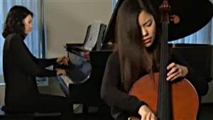 Caroline Kim es una estudiante de licenciatura en la famosa Escuela de música  Julliard.