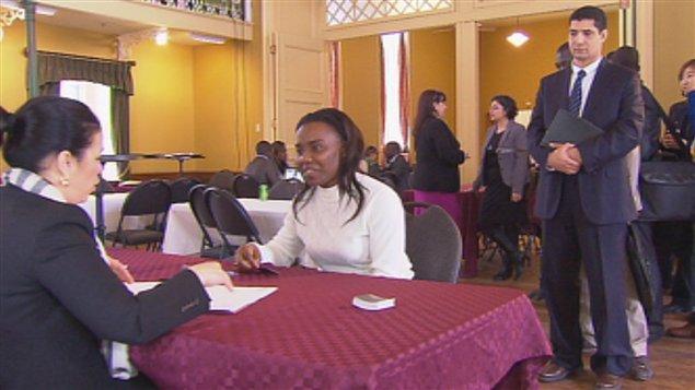 Les immigrants diplômés pour régler le problème de pénurie de main-d'oeuvre