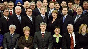 Algunos diputados del Partido Conservador junto al primer ministro Stephen Harper.