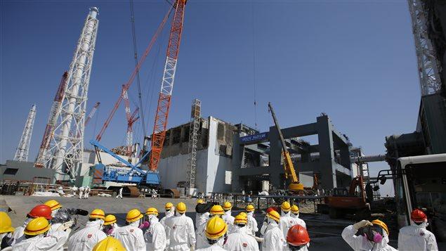 Des employés de TEPCO à la centrale de Fukushima