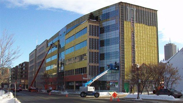 La société de capital-risque québécoise Fondaction occupe maintenant les locaux de ce nouvel immeuble de bois de 6 étages dans la ville de Québec.