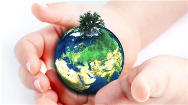 terre_planete_main_enfant
