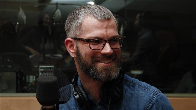 Le comédien, metteur en scène et auteur Mathieu Leroux. <i>Photo : Radio-Canada/Olivier Lalande</i>