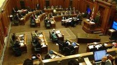 La motion de Projet Montréal visant à abroger le règlement P-6 est rejetée.