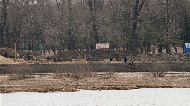 Ce chantier, en Corée du Nord, semble sorti tout droit d'un autre siècle.