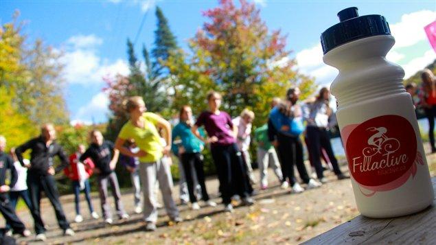 Des adolescentes qui pratiquent de l'activité physique