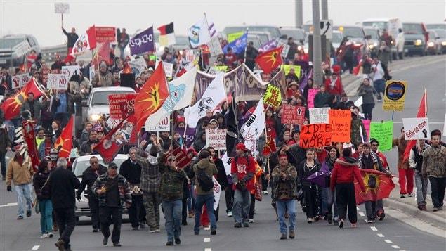 indigenous people are crashing Canada's 150th birthday party ile ilgili görsel sonucu