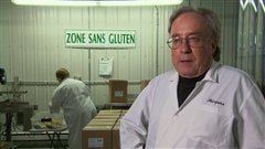 Jacques Ct dirige la transformation de grains sans gluten  Saint-Franois-de-la-Rivire-du-Sud.