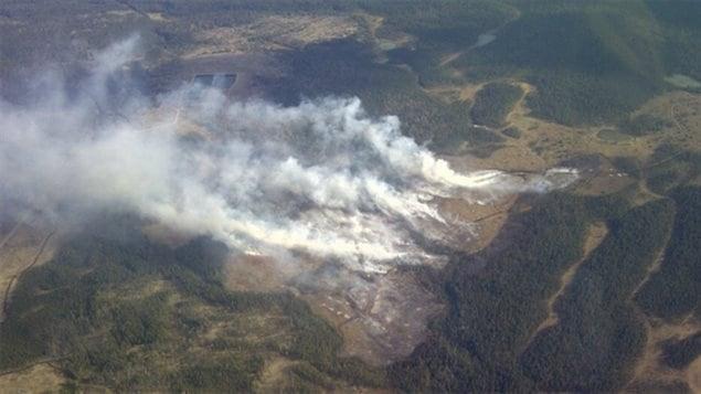 Environ 300 résidents du hameau de Nordegg, en Alberta, ont reçu un avis d'être prêts à évacuer leurs maisons en une heure, le 9 mai 2013.