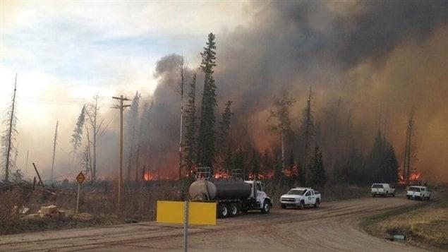 Un feu de forêt près de Nordegg, en Alberta, a mené à l'évacuation de nombreux résidents.