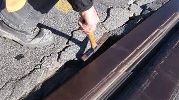 Une fissure au joint de dilatation du pont Champlain