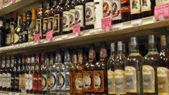Tablettes pleines, vente d'alcool